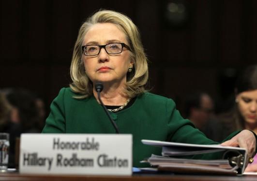 2013年1月23日,美国国务卿希拉里·克林顿就美国驻利比亚班加西领事馆遇袭事件接受了国会质询。(Alex Wong/Getty Images North America)