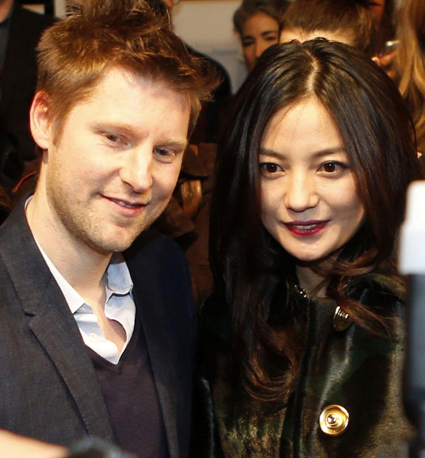 高清:中国演员赵薇出席伦敦时装周burberry prorsum2013秋冬女装成衣