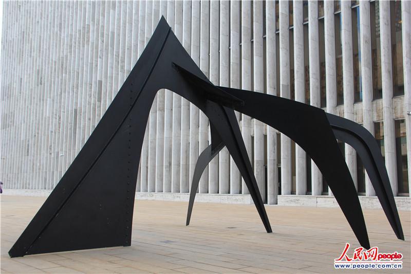 纽约图书馆艺术分馆前的雕塑 张旭东摄