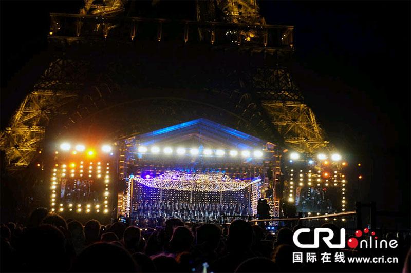 法国国庆日在埃菲尔铁塔下举办的国庆音乐会 摄影 朱增兰