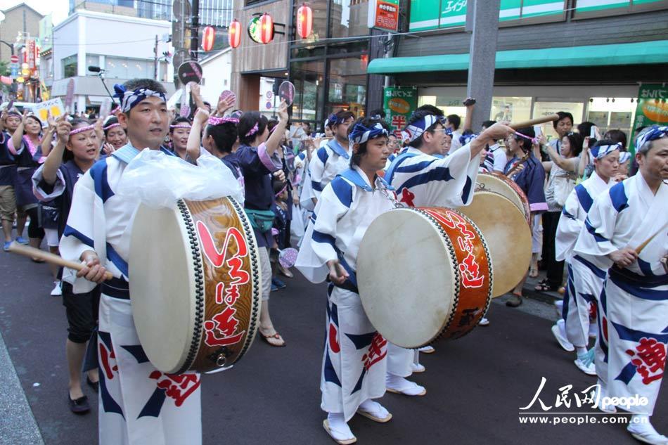 日式狂欢节——东京街头传统舞蹈表演