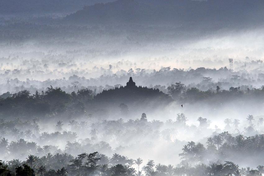 印度尼西亚/这是位于印度尼西亚中爪哇的世界文化遗产——婆罗浮屠佛塔。它...