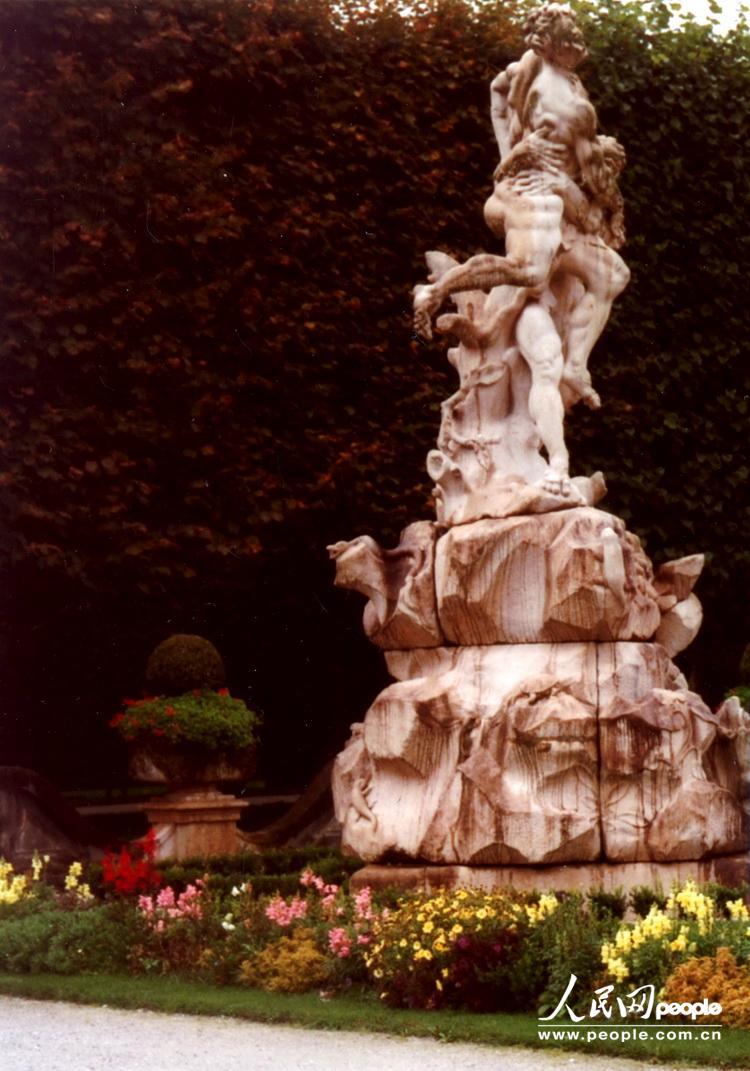 河畔欧式景观雕塑