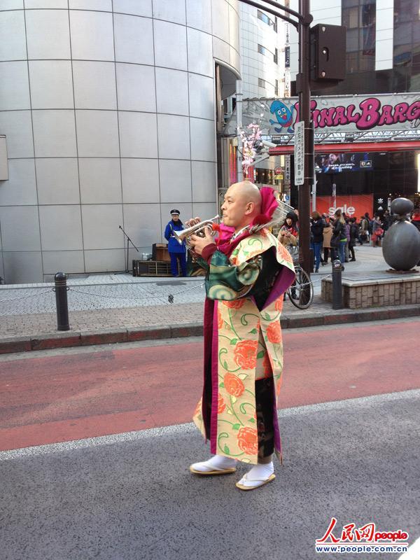 东京涩谷上演精彩街头艺术表演 赵松摄