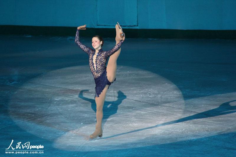 俄罗斯女子单人滑选手在表演