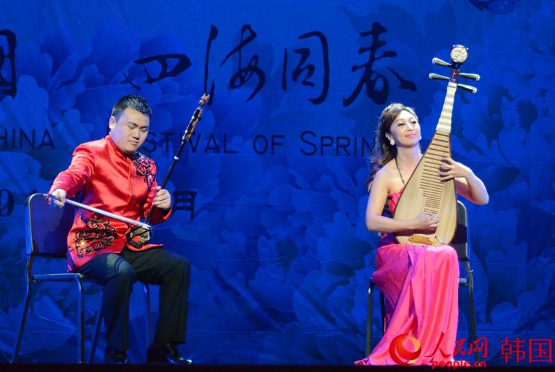 二胡、琵琶合奏《美丽的神话》 (摄影:裴埈基)-文化中国 四海同春