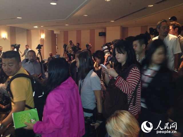 马航失联飞机新闻发布会即将开始 中国大使出席 组图