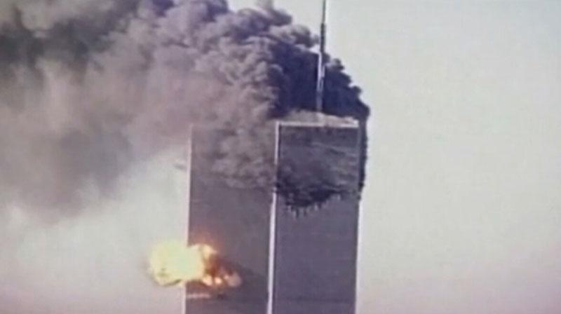 美国世贸大厦被客机撞击一瞬间