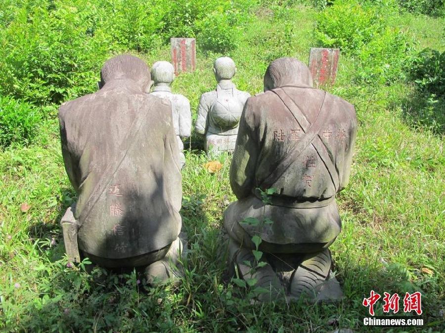 海南村民立日本侵略军将领跪地谢罪石像