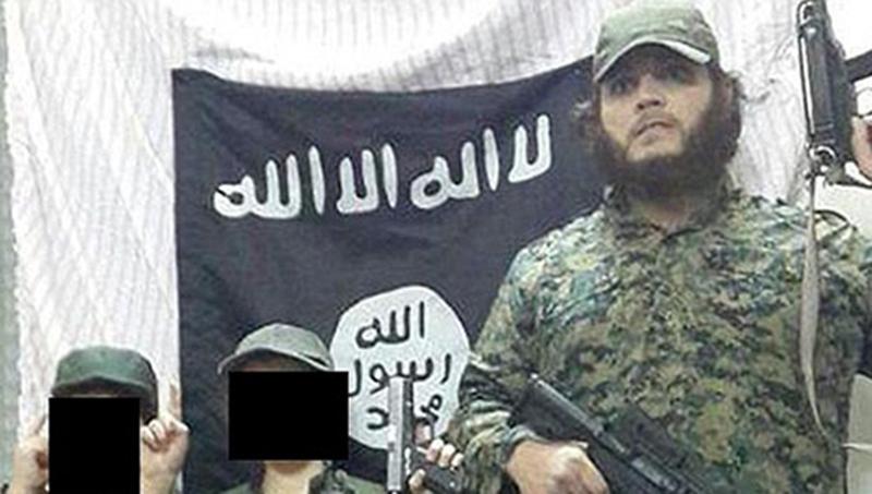 Khaled Sharrouf和儿子们的持枪照(恐怖分子本人的社交媒体截图,孩子面部经处理)