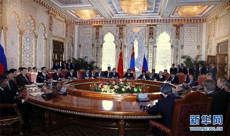 9月11日,国家主席习近平在塔吉克斯坦首都杜尚别同俄罗斯总统普京、蒙古国总统额勒贝格道尔吉举行中俄蒙元首会晤。 新华社记者 鞠鹏 摄