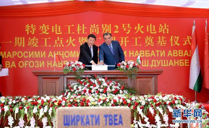 9月13日,国家主席习近平和塔吉克斯坦总统拉赫蒙在杜尚别共同出席中塔两国重大合作项目——杜尚别2号热电厂一期工程竣工仪式、二期工程开工仪式。新华社记者马占成摄