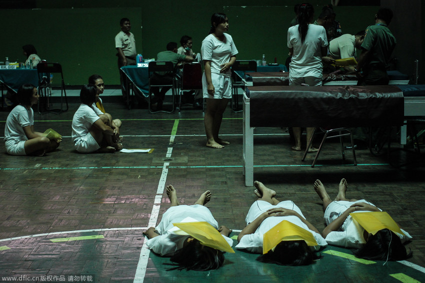 高清:印尼女性接受征兵体检【6】 国际