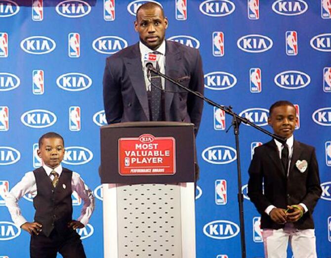 NBA巨星詹姆斯:绝不让儿子从事橄榄球运动