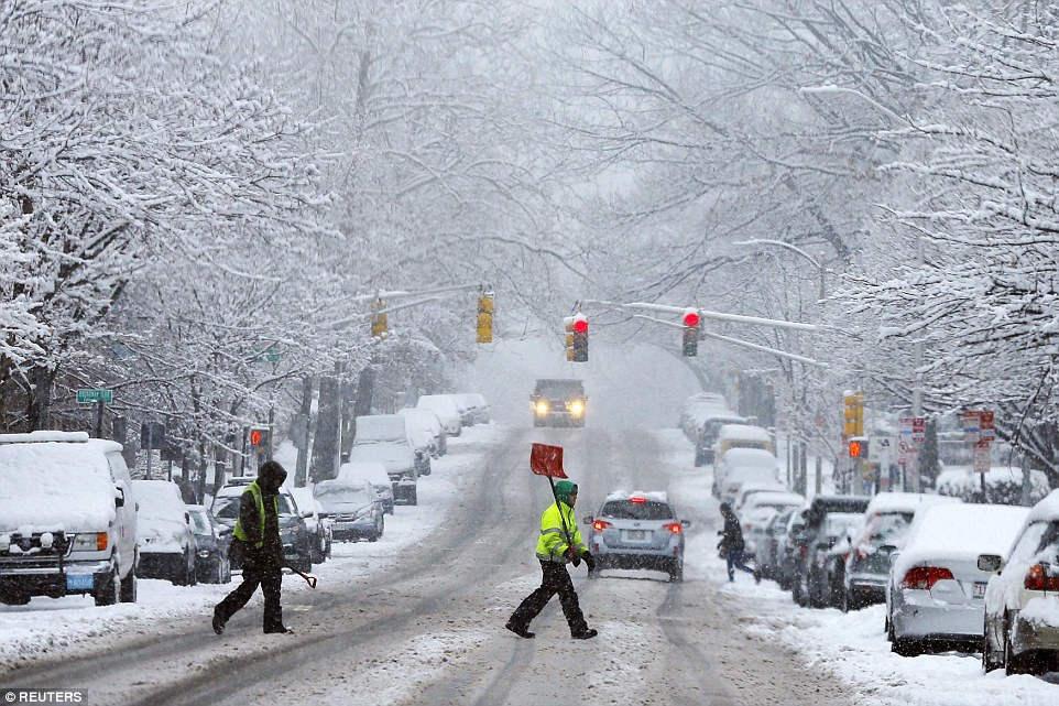 美国或将遭遇近200年最强暴风雪:4000多航班取消【组图】