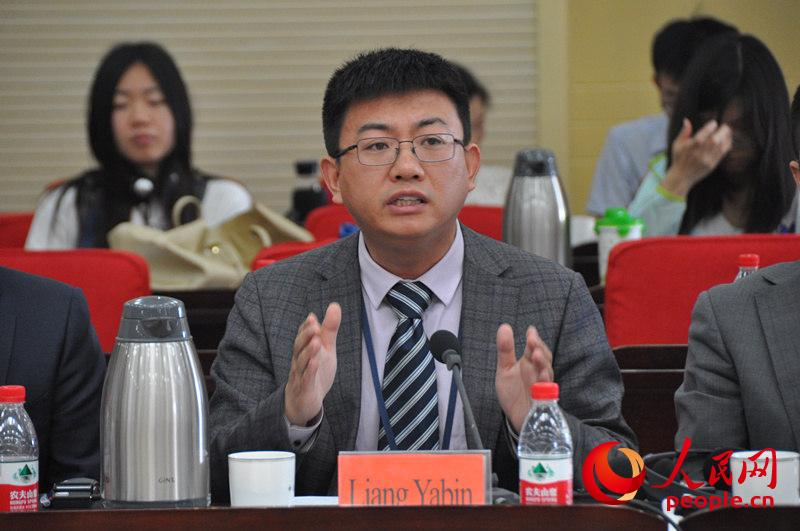 中央党校国际战略研究所副教授梁亚滨。(实习生 赵京文摄)