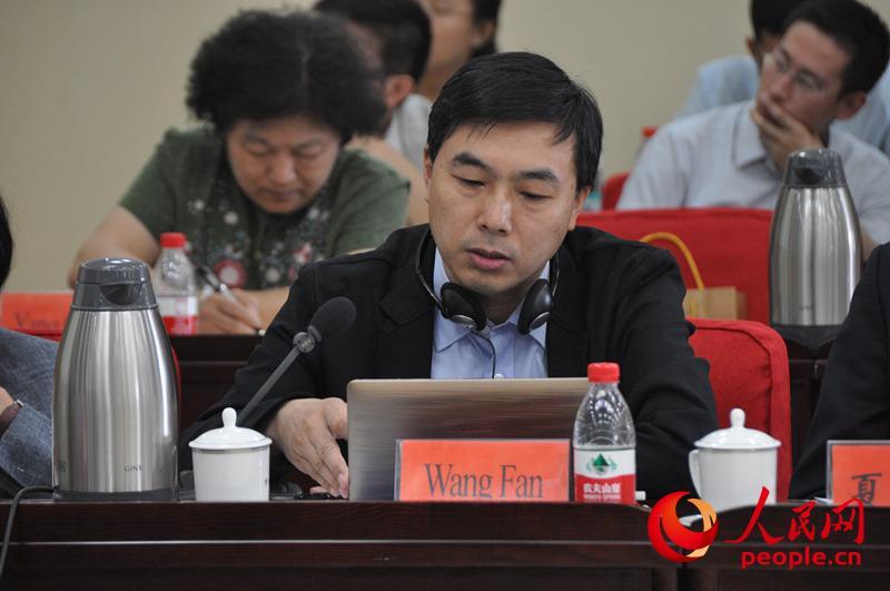 外交学院副院长王帆。(实习生 赵京文摄)