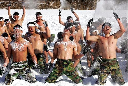 艰苦的韩国军营生活(图片来源:韩国网络)