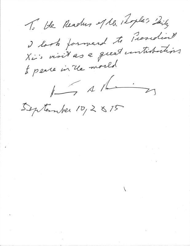 图为基辛格为人民日报读者题词:致人民日报读者:我期待着习主席的访问将为世界和平做出重大贡献。亨利·A·基辛格 2015年9月10日(人民网记者何小燕 摄)