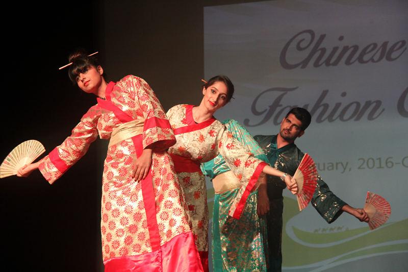 印度大学生华服设计及展示大赛