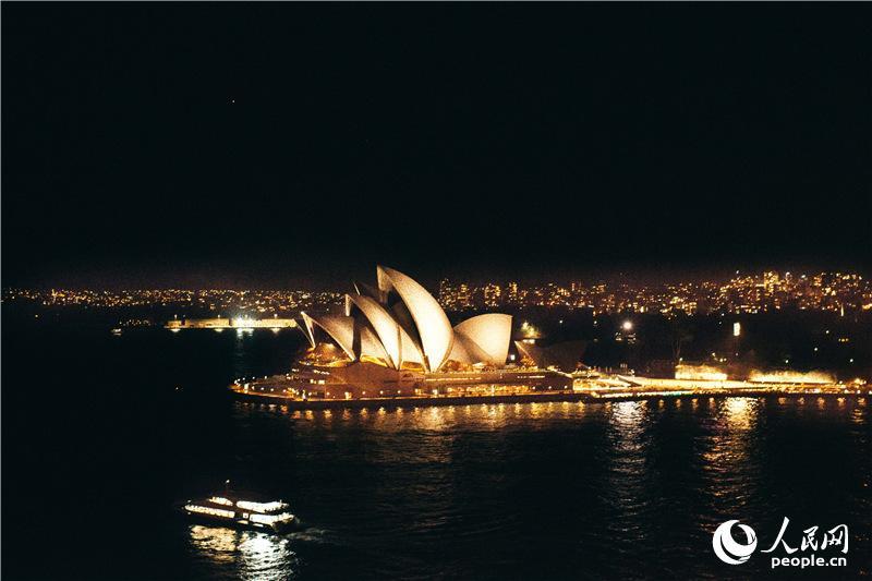 大桥上俯瞰悉尼歌剧院
