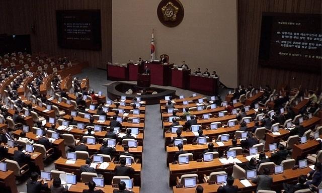 韩国国会举行全会表决。图片来源:韩联社