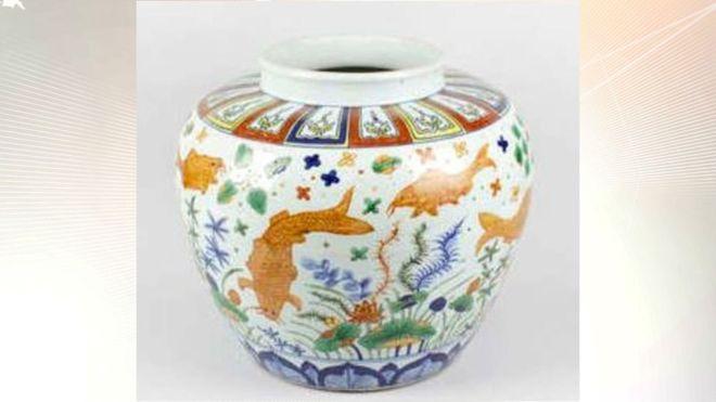 中国花瓶在英拍卖 以估价450倍成交创纪录