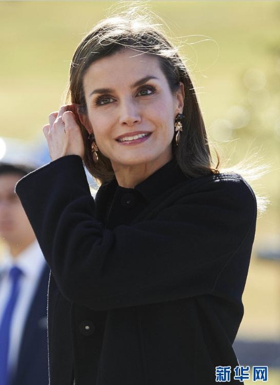 西班牙王妃莱蒂齐亚出席活动 气质优雅迷人(高清组图)