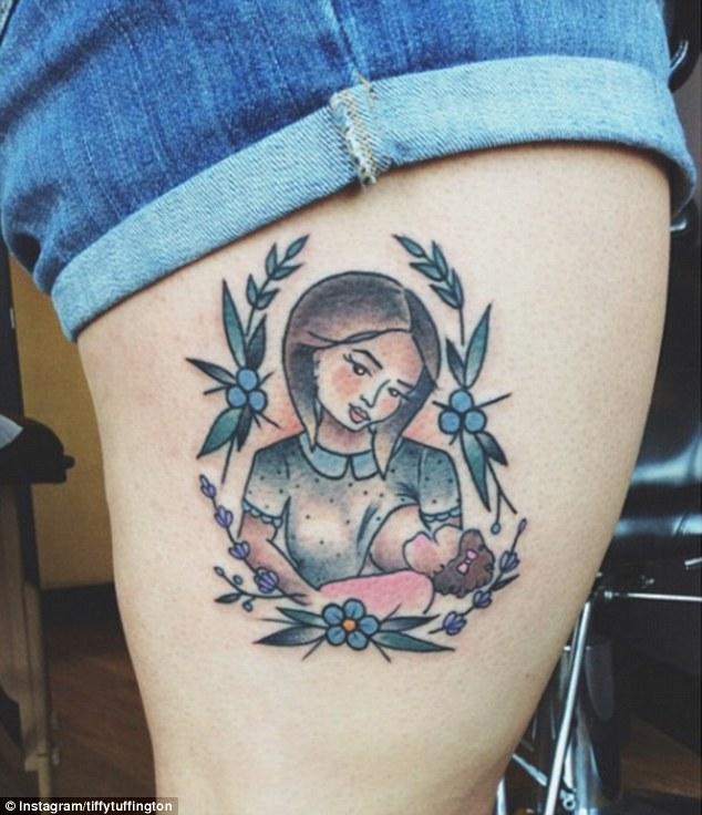 tiffytuffington的母乳喂养纹身是为了赞美母亲和孩子之间的亲密联系.