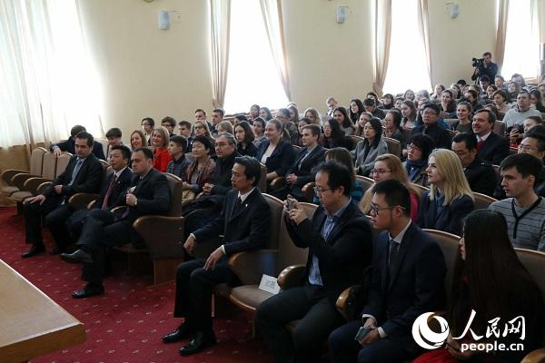 基辅大学200多名师生与中国驻乌克兰大使馆部分外交官聆听了当天的讲座。