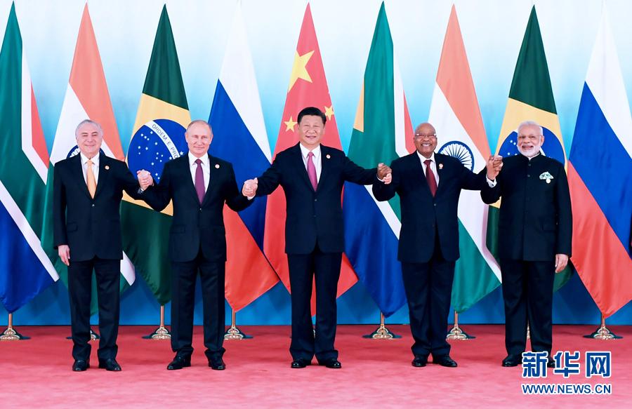9月4日,金砖国家领导人第九次会晤在厦门国际会议中心举行。国家主席习近平主持会晤并发表题为《深化金砖伙伴关系 开辟更加光明未来》的重要讲话。南非总统祖马、巴西总统特梅尔、俄罗斯总统普京、印度总理莫迪出席。这是金砖国家领导人集体合影。 新华社记者张铎 摄