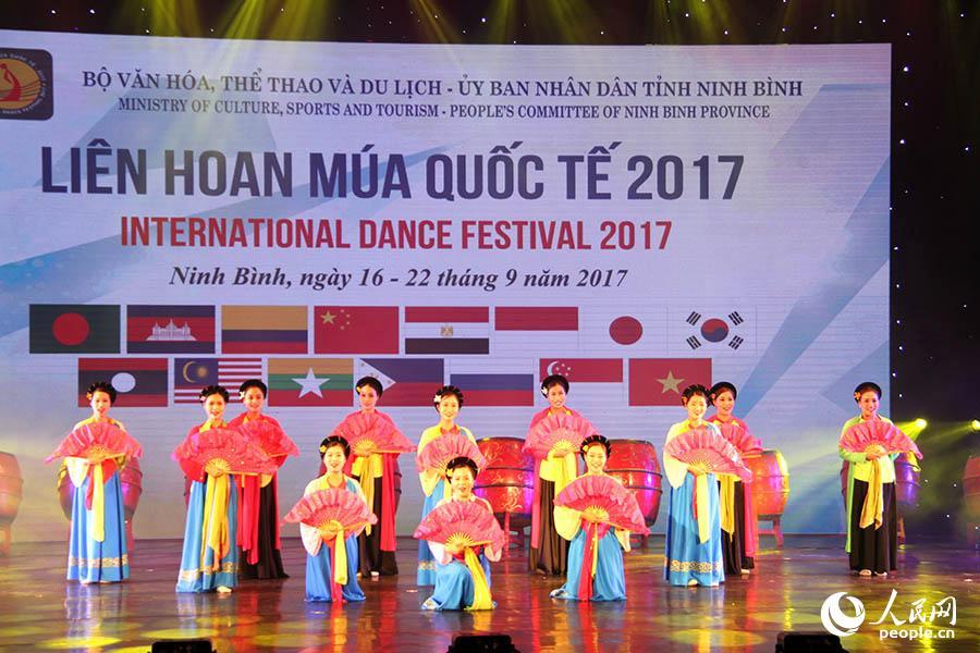 舞蹈节开幕式上越南潮剧表演。刘刚 摄