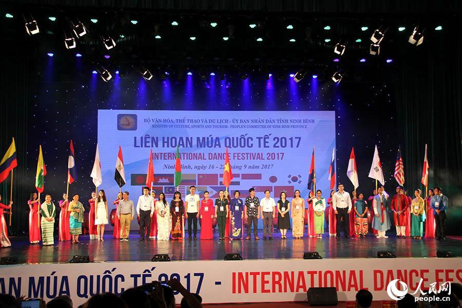 本届舞蹈节共有15个国家的艺术团参赛。刘刚 摄
