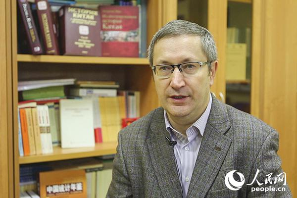 俄罗斯莫斯科国立大学亚非学院副院长安德烈·卡尔涅耶夫接受人民网专访(人民网记者屈海齐摄)