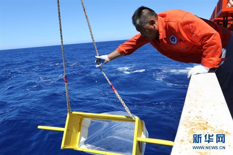 中国海洋科考首次在多圈层同步综合作业(组图)