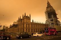 """英国""""火星天""""飓风带来的奇异景象"""