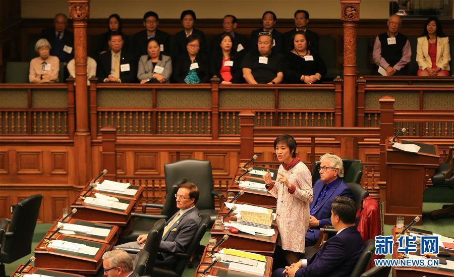 10月26日,在加拿大多伦多,安大略省议会议员黄素梅(下右三)在辩论中发言。