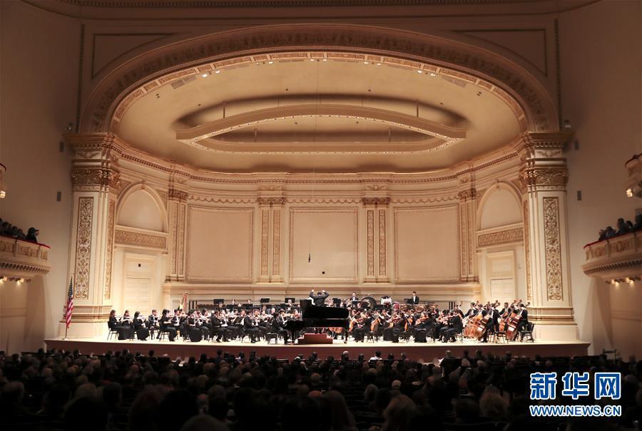 中国国家大剧院管弦乐团表演曲目《黄河》。