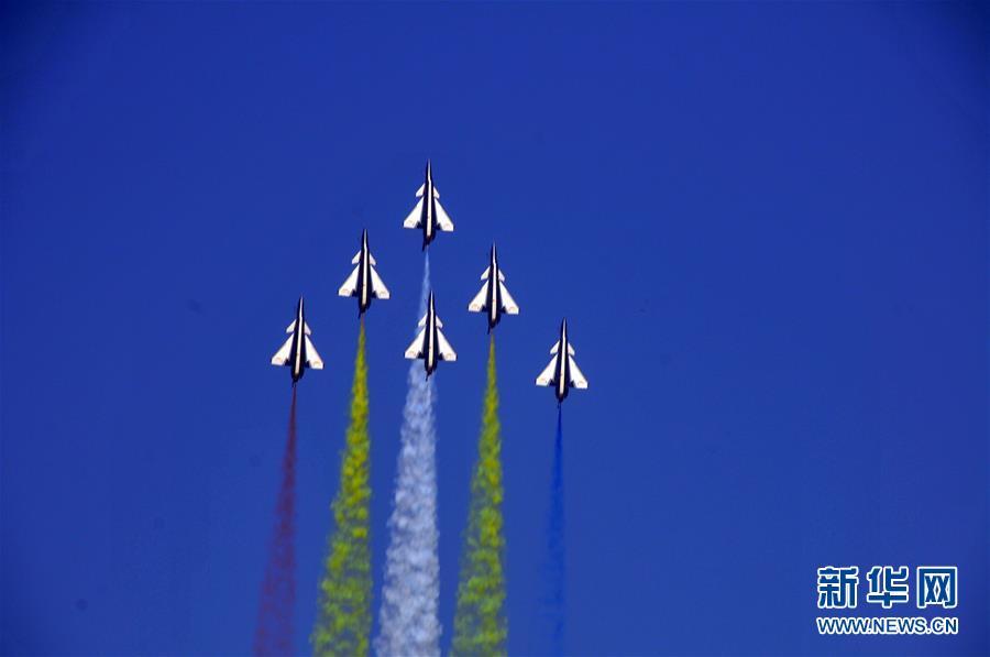 中国空军八一飞行表演队圆满完成迪拜航展首次检验性飞行表演【4】
