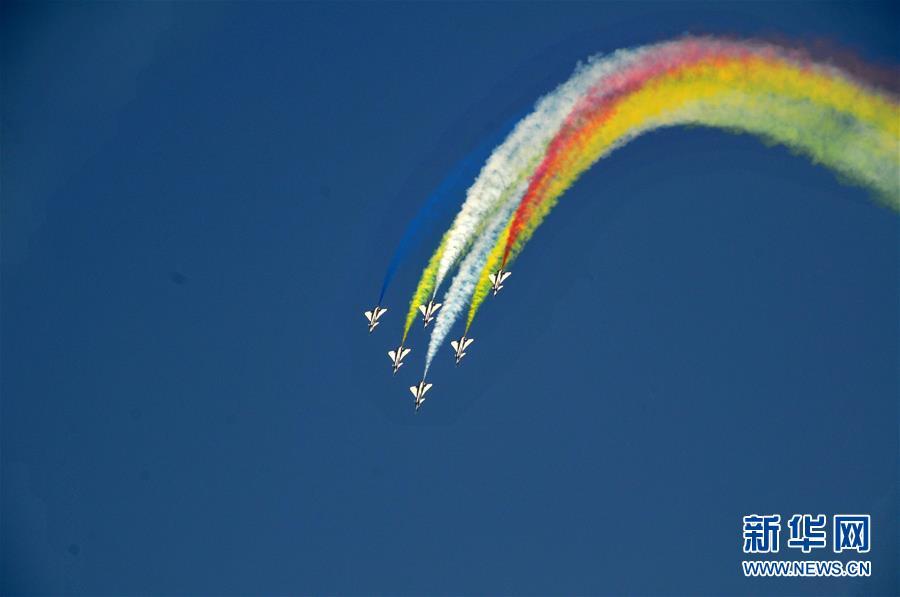 中国空军八一飞行表演队圆满完成迪拜航展首次检验性飞行表演【3】