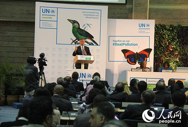 第三届联合国环境大会4日在联合国环境署位于内罗毕的总部开幕。此次会议讨论共同解决全球性的污染威胁。 李志伟摄