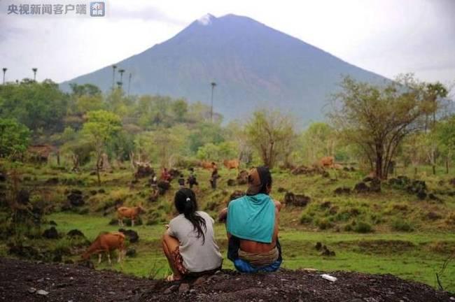 印尼巴厘岛阿贡火山再次喷发 浓烟达2500米高
