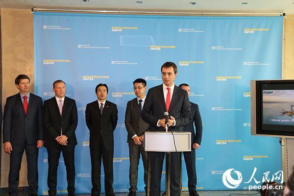 乌克兰南方港粮食码头疏浚项目竣工交接仪式在乌基础设施部大楼举行。