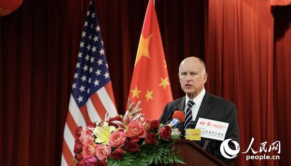 当地时间2月9日晚,美国加州州长杰里·布朗出席中国驻旧金山总领馆春节招待会并致辞。人民网 张洁娴 摄