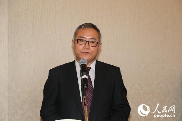 中国驻蒙古国大使馆公使衔参赞杨庆东在签字仪式上致辞。