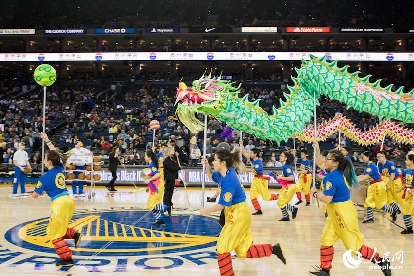 美国NBA赛场 金州勇士队庆祝中国新春