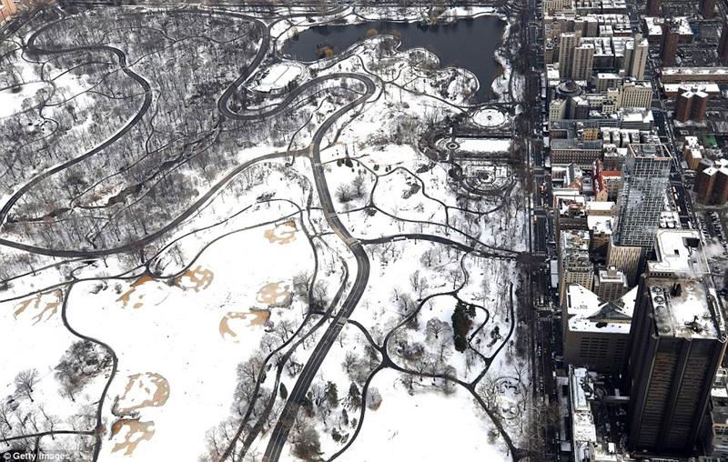 一周之内风暴再次袭击美国东北部 积雪厚达半米