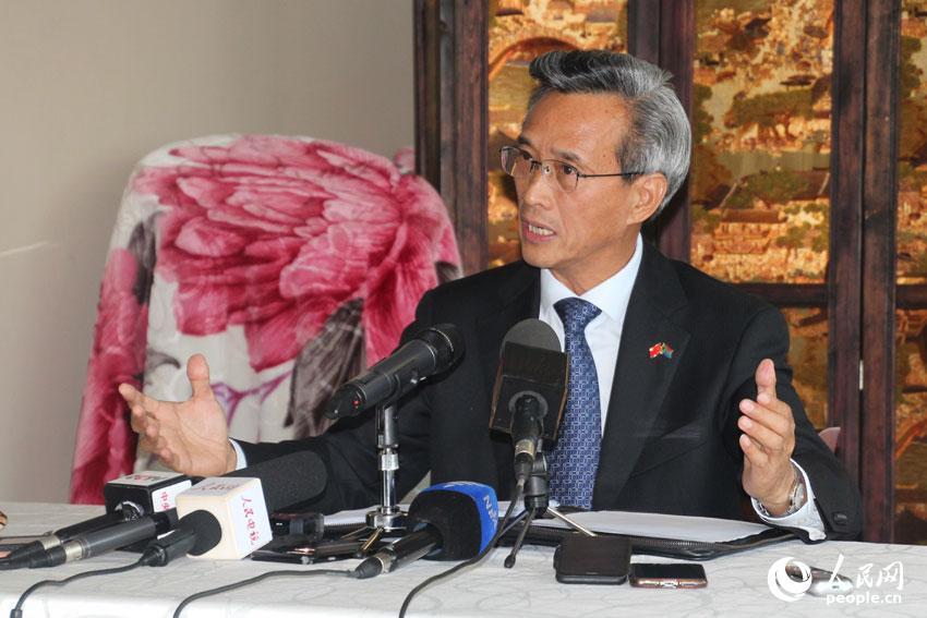 林松添大使在吹风会上发言。摄影王磊