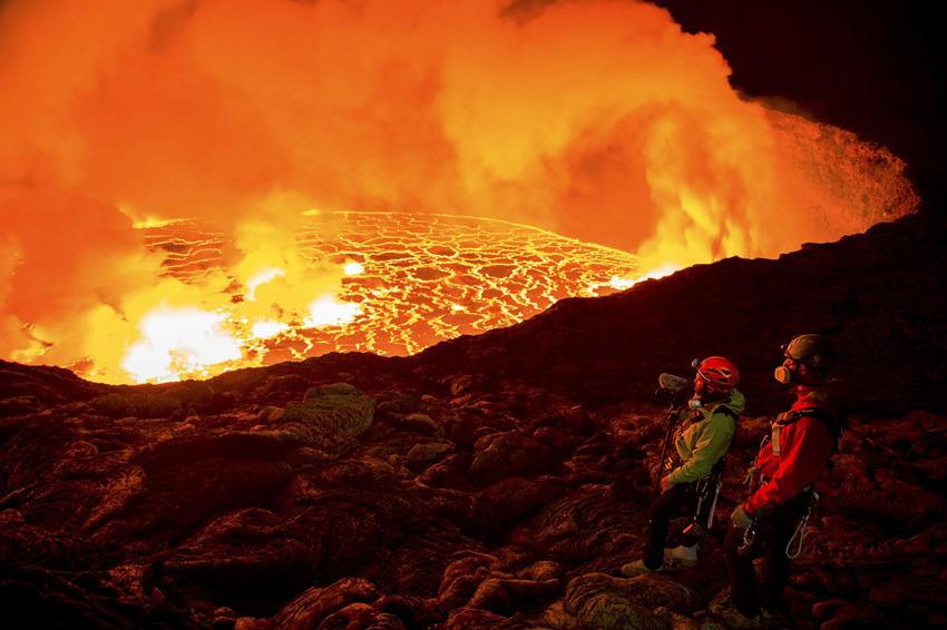 """住在火山口的探险者:无限靠近""""地狱之门"""""""
