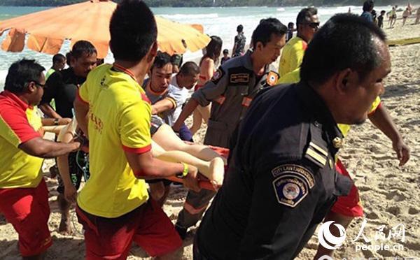 2017年6月6月12日至14日,普吉接连发生两起中国游客溺水事件,泰方救灾减灾中心、海军、警察联合组织搜救。